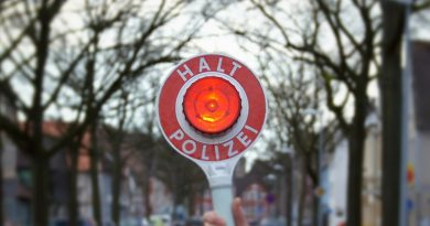 Polizei kontrolliert gezielt Kleintransporter an der Bundesstraße Bundesstraße B 214