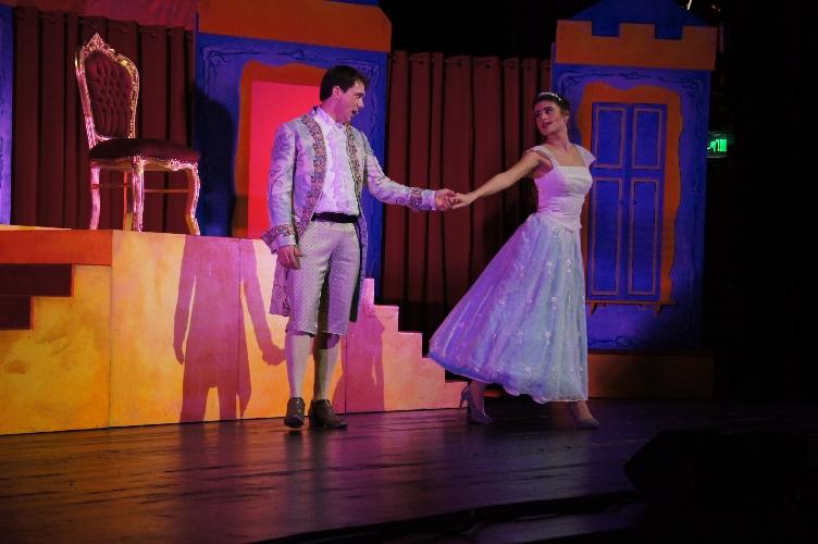 """Aschenputtel – das Musical: Das Märchen von Prinz """"Gurkennase"""" und Prinzessin """"Becherschmeiß"""