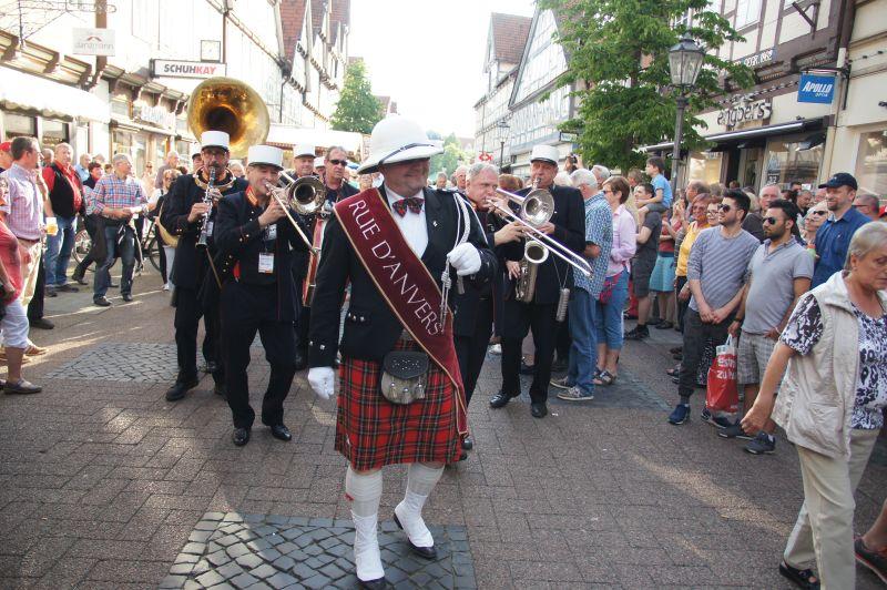 Celler Streetparade: Swing und Groove in allen Gassen
