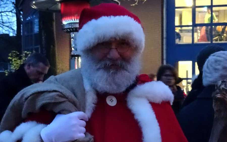 Fröhliche Weihnacht überall auf dem Hermannsburger Weihnachtsmarkt am Rathaus