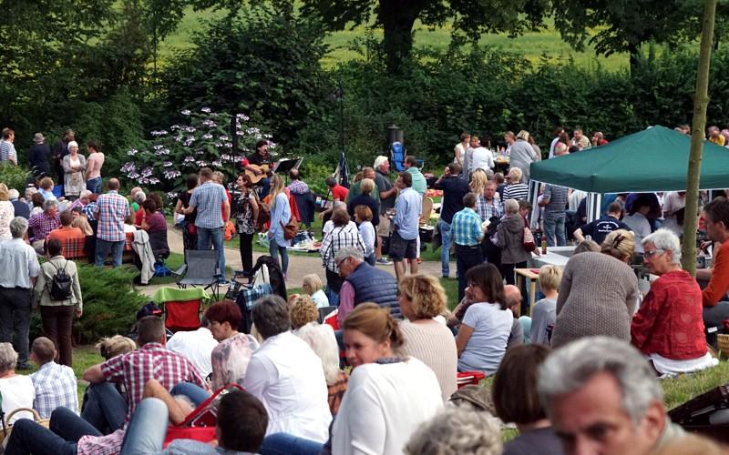 Großer Andrang beim Sommerfest im Heilpflanzengarten
