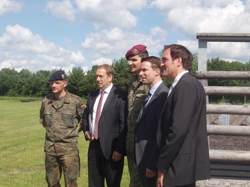 Henning Otte (MdB) und Dr. Jörg Nigge (OB-Kandidat) informierten sich über den Standort Immelmann-Kaserne und über die geplanten Erweiterungen