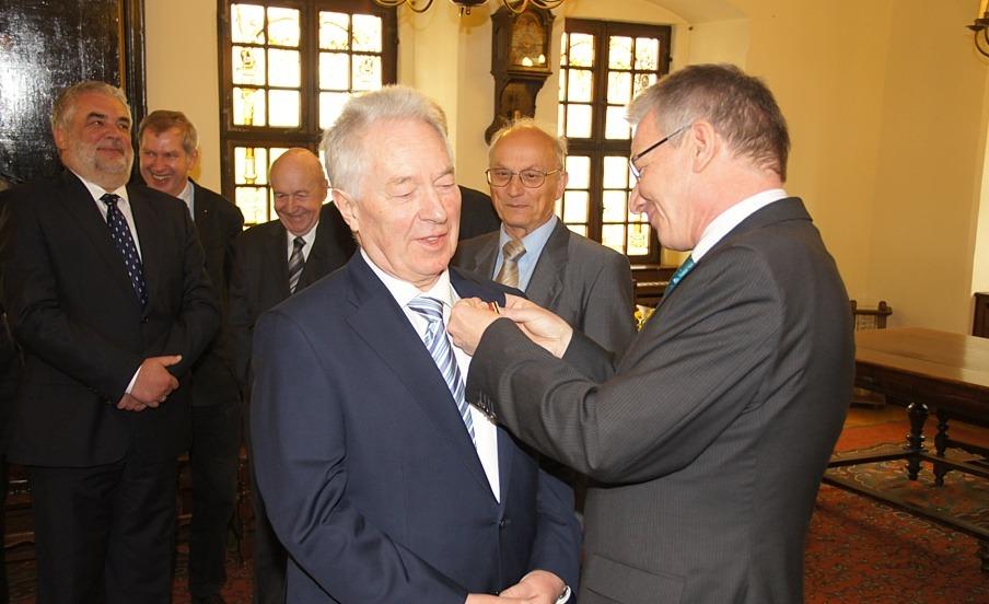 Joachim Müller erhält das Bundesverdienstkreuz am Bande