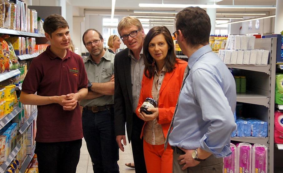 Katrin Göring-Eckardt besucht den Lobetal Frischemarkt in der Celler Innenstadt