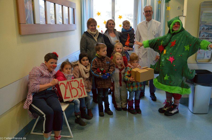 Kita-Kinder überreichten Spende für Clinic-Clowns