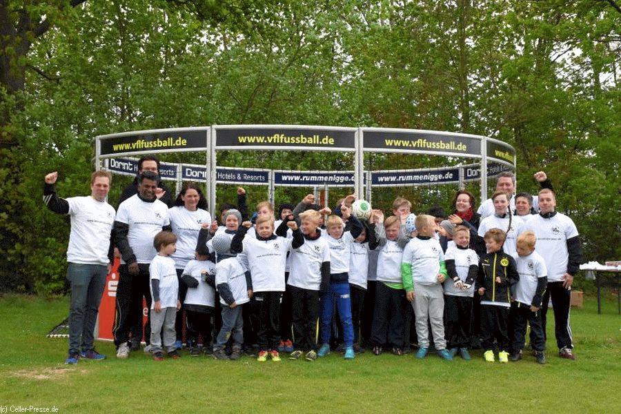 """Mit dem Fußball gegen Fremdenhass – Kinder vom """"Kicken gegen Rechts"""" im Westerceller Soccer-Cage begeistert"""