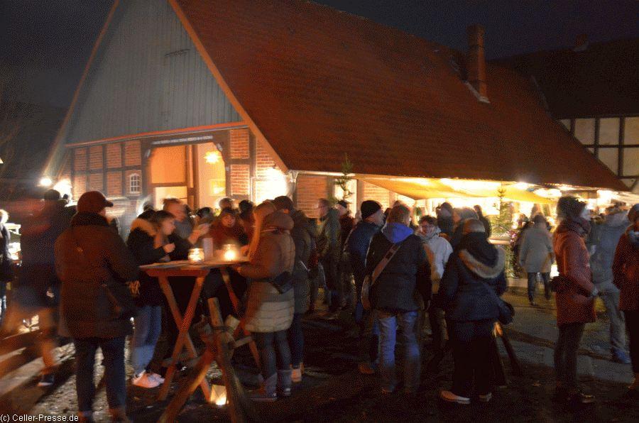 Nachtweihnachtsmarkt in Bröckel lockte mit besonderer Atmosphäre