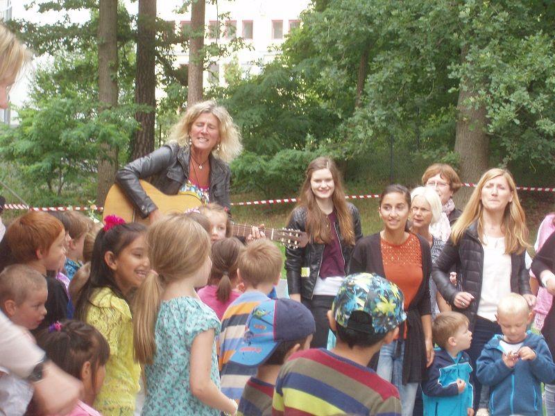 Neue Außenanlage der Kindertageseinrichtung Neustädter Holz feierlich eingeweiht