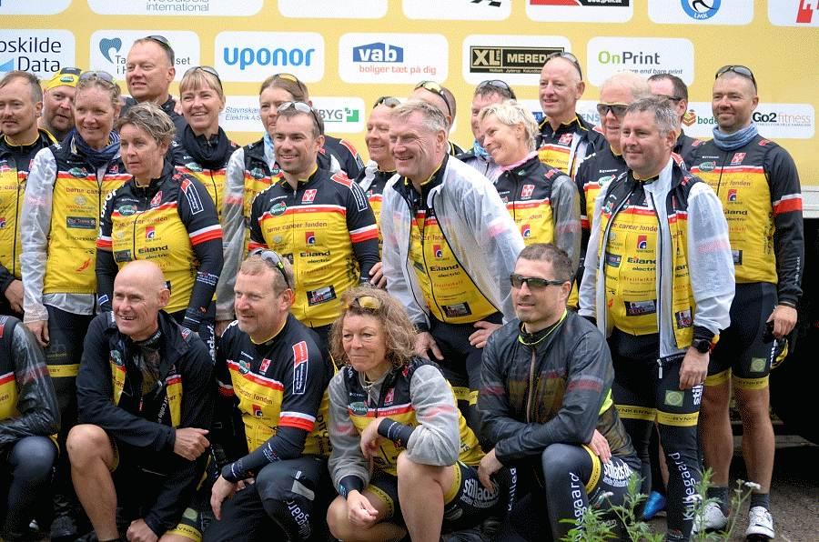 Radler aus Holbaek machen auf Charity-Tour Station in Celle