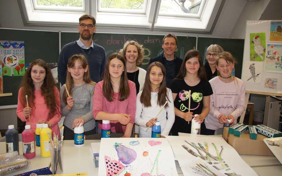 SI-Club Celle fördert junge Künstlerinnen: MÄDCHEN-KUNST-AG der Oberschule Westercelle erhält 1.000 Euro Spende