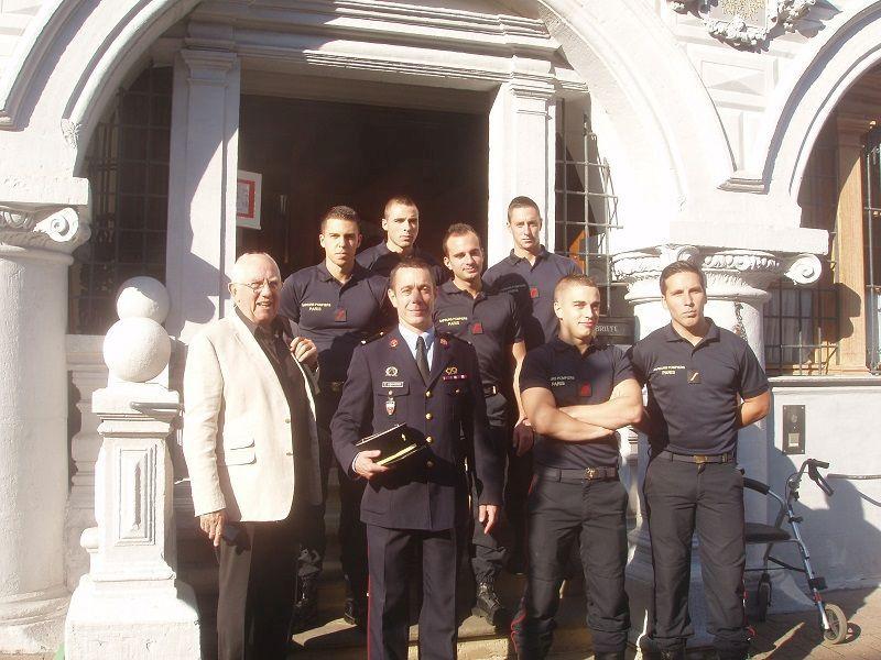 "Oberbürgermeister Dirk-Ulrich Mende begrüßte die ""Saveurs-Pompiers Professionnels"" aus der Partnerstadt Meudon"