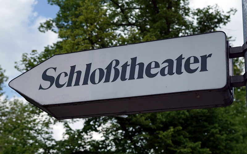 VR-Stiftung und regionale Volksbanken sorgen für flexible Theater-Tribüne – 30.000 Euro für Neuanschaffung in HALLE 19 – Heute offiziell eingeweiht