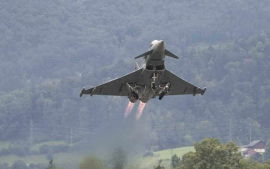 SATIRE: Schwere Luftraumverletzung – Jagdflugzeuge der Alarmrotte der Flugbereitschaft fangen Objekt über Celle ab