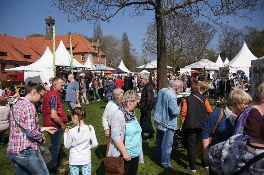 Tausende beim Niedersächsischen Gartenfestival im Landgestüt