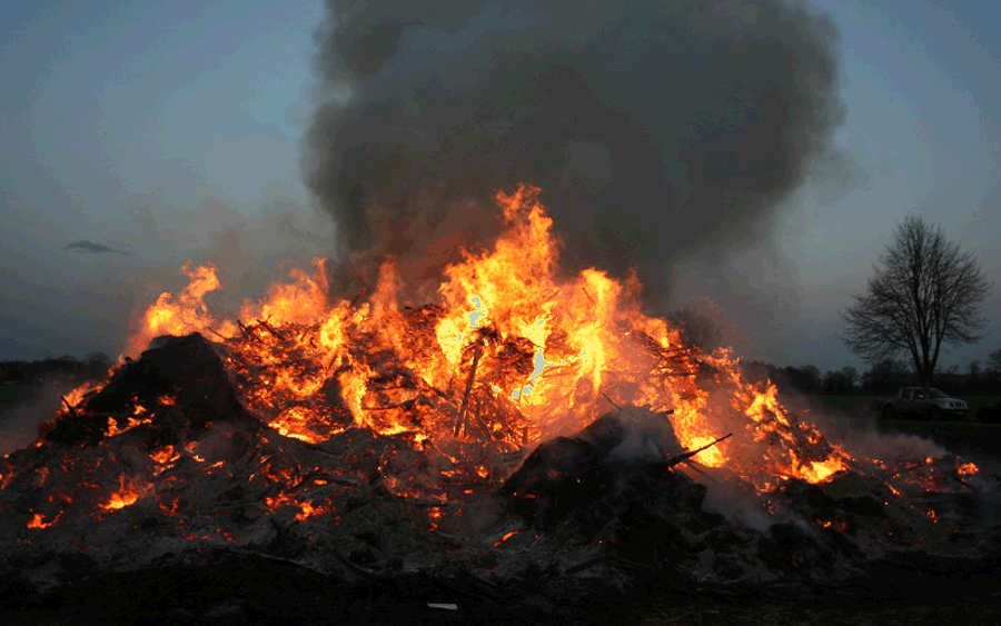 Traditionelle Osterfeuer erfreuen Celler in der Stadt und dem Landkreis
