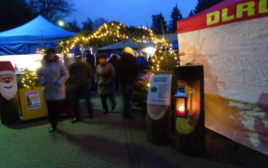 Weihnachtlicher Lichterglanz beim zwölften Waldweihnachtsmarkt in Unterlüß