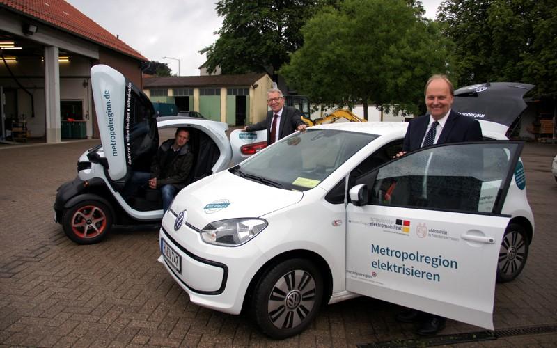 Zwei neue Elektromobile im Celler Grünbetrieb präsentiert