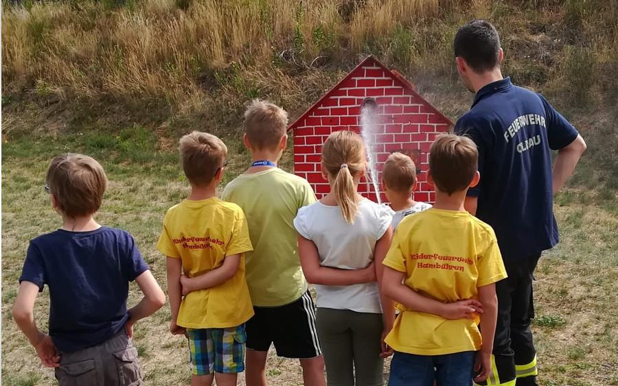 Sommerzeit ist Ferienpass-Zeit – Kinder bei der Feuerwehr