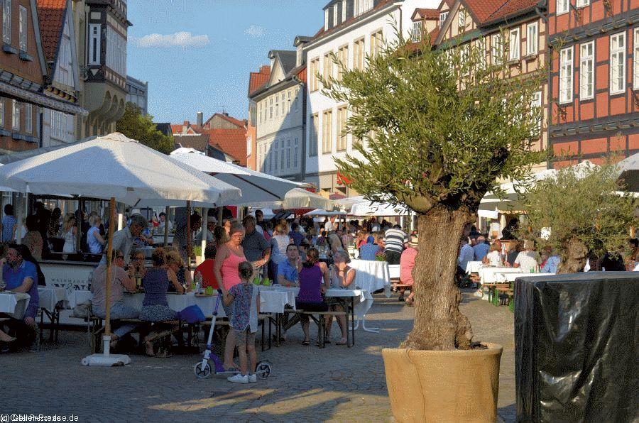 Sonniger Auftakt zum beliebten Celler Weinmarkt