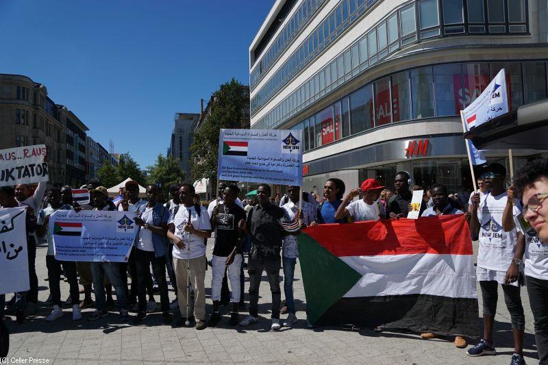 Sudanesen machen auf die Situation in ihrem Heimatland aufmerksam