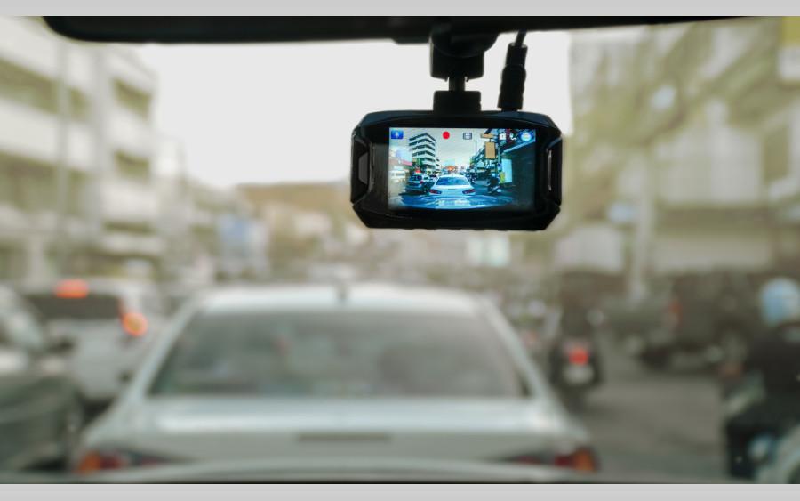 TÜV-Tipp: Videobeweis – auf dem Rasen und jetzt auch auf der Straße zulässig