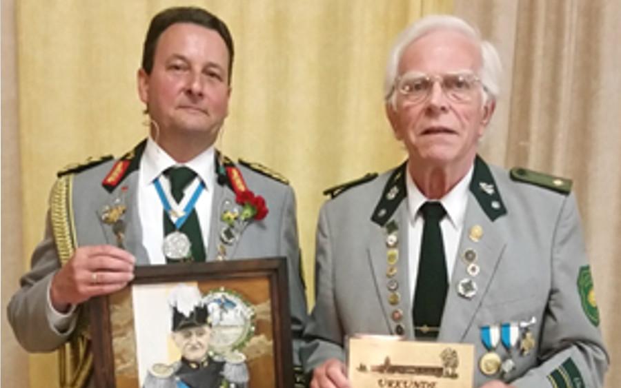 Wolfgang Heine Ehrenmitglied bei den Neustädter Schützen