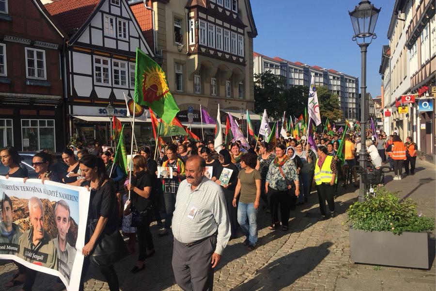 Demonstration gegen türkischen Angriff auf Şengal
