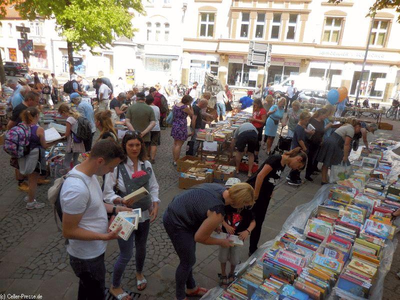 Flohmarkt der Bibliotheksgesellschaft erzielt erneut überragenden Erlös