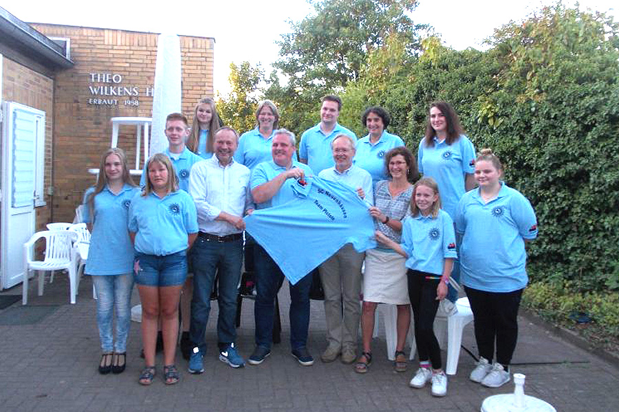 Ortsrat Neuenhäusen stiftet dem Schützencorps Neuenhäusen Polo-Shirts