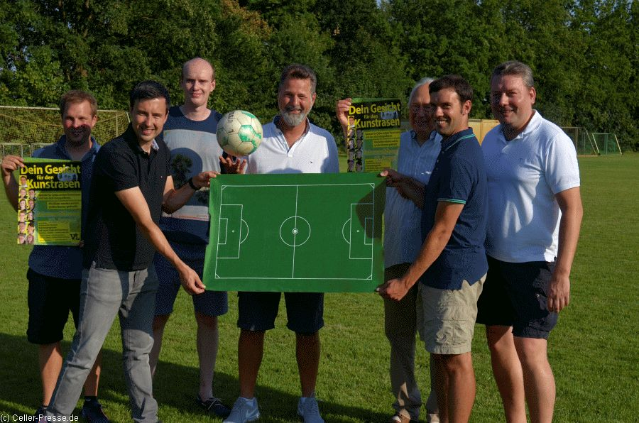 Bau des ersten Fußball-Kunstrasenplatzes in Celle