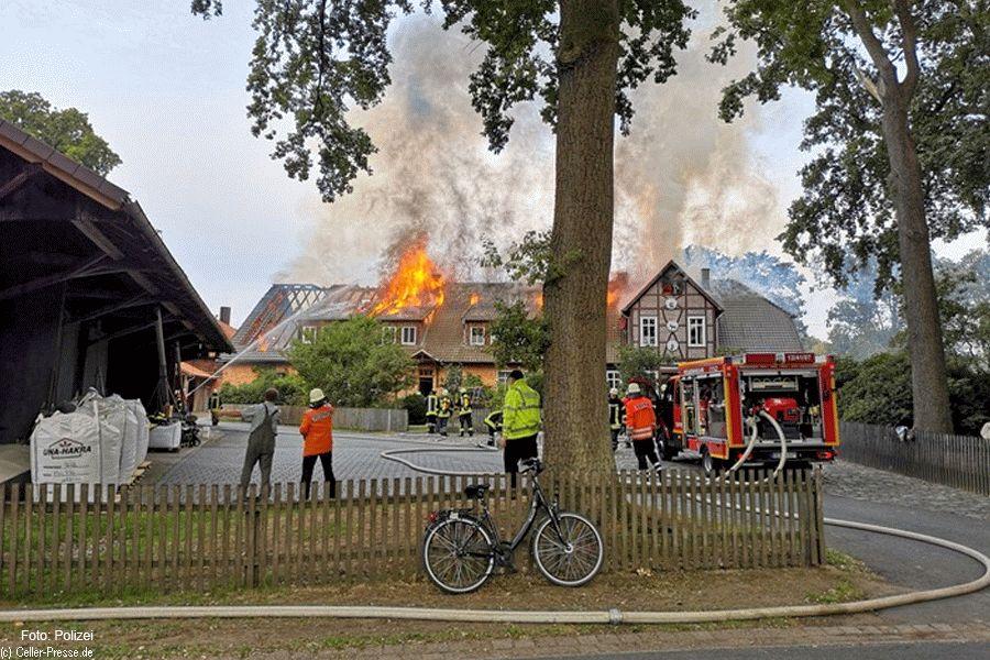 Dachstuhlbrand eines landwirtschaftlichen Wohnhauses