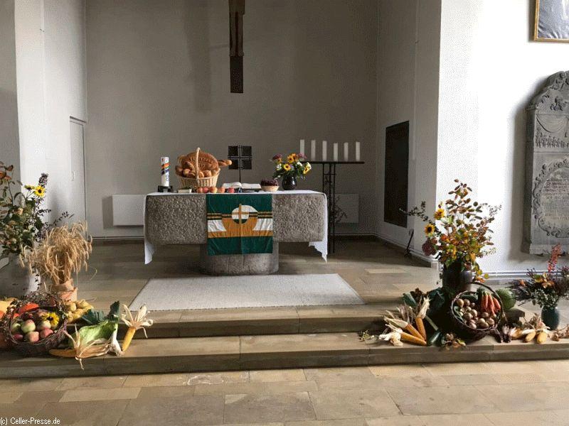 """Erntedankfest in der Neuenhäuser Kirche mit Kindergottesdienst """"Gott deckt uns den Tisch"""""""