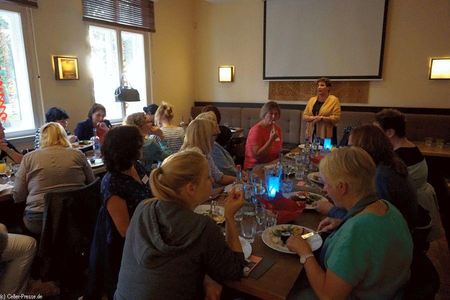 Grüne Ladies luden zum Dinner – die Situation der Pflege bewegte alle