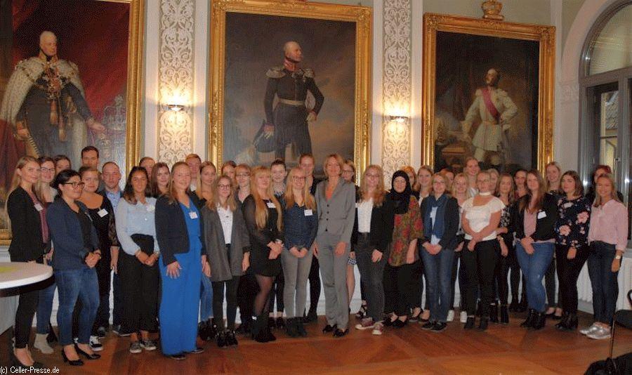 Justiznachwuchs im Oberlandesgericht – 40 angehende Rechtspflegerinnen- und Rechtspflegeranwärter vereidigt