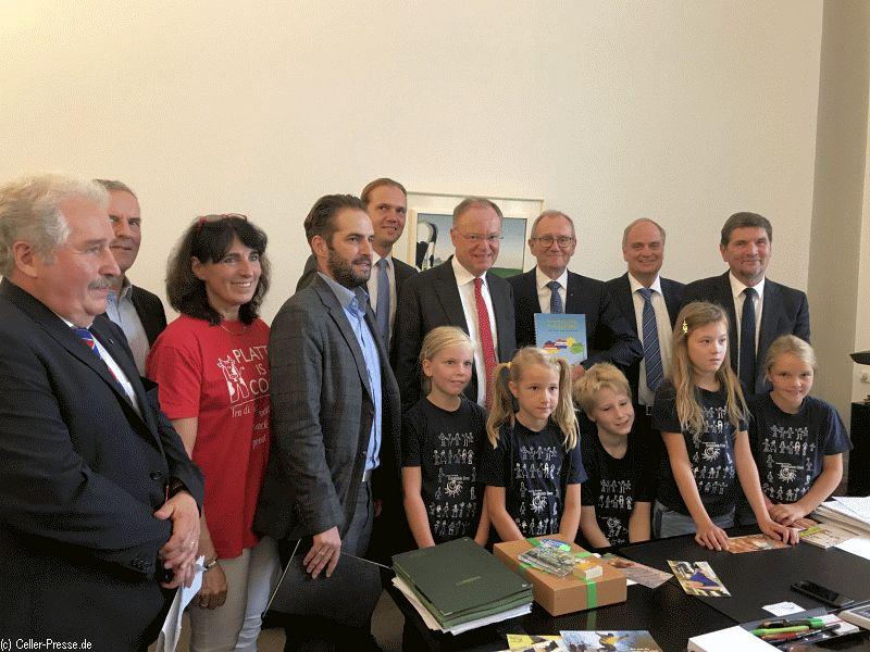 """Ministerpräsident Weil startet landesweite Aktion """"Fredag is Plattdag"""""""