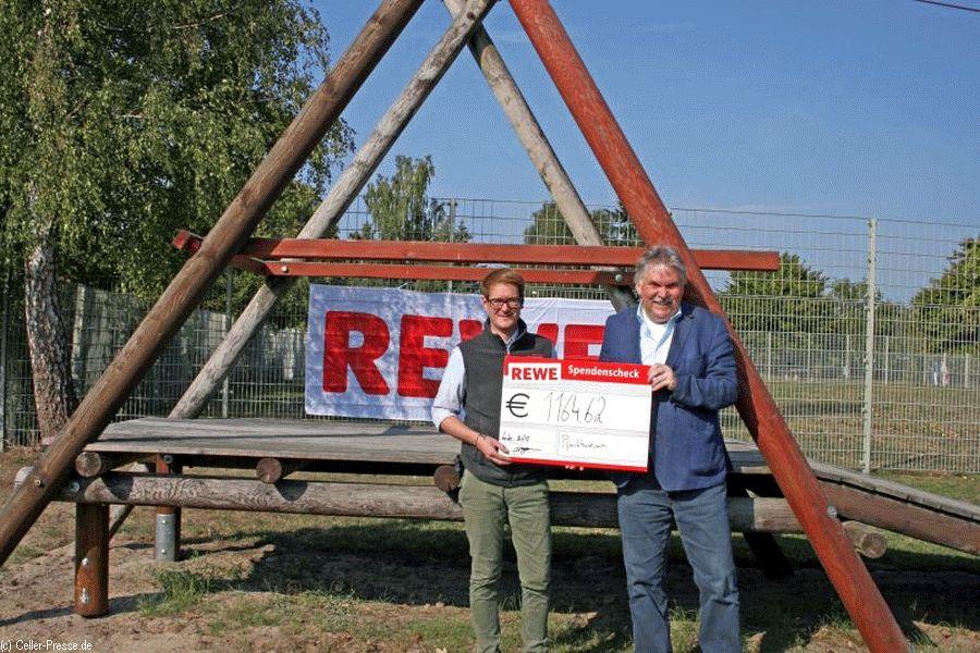 REWE-Kunden spenden ihr Pfandgeld: 1.164,62 Euro für Garßener Spielplatz
