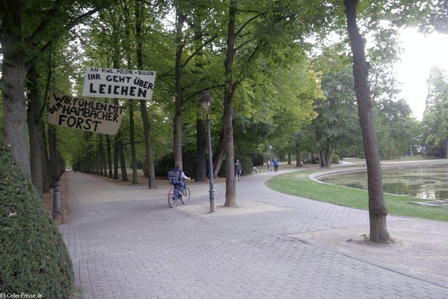Solidaritätsbekundung für den Hambacher Forst im Französischen Garten