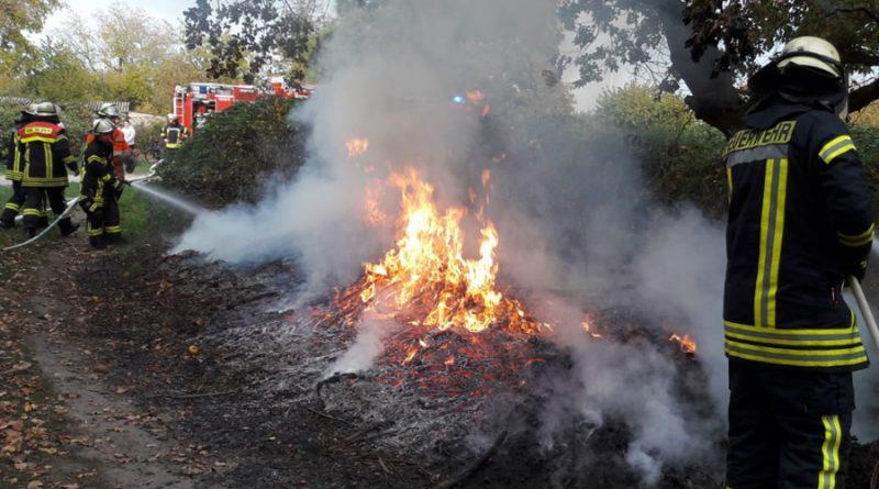 Unrat brennt in voller Ausdehnung