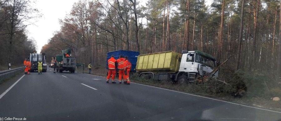 LKW-Unfall führt zu Vollsperrung der B 214