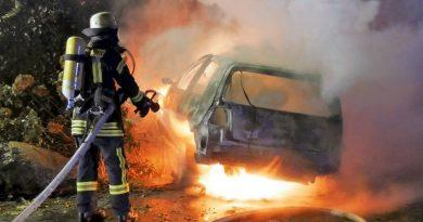 Verkehrsunfall: PKW in Vollbrand – Fahrer flüchtete *** aktualisiert ***
