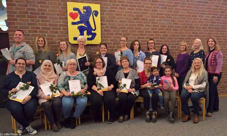 """Besondere Weiterbildung absolviert – Tagesmütter bekommen Zertifikat für """"Inklusion in der Kindertagespflege"""""""