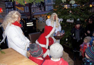 Der Nikolaus auf dem Weihnachtsmarkt: Lasst uns froh und munter sein…….