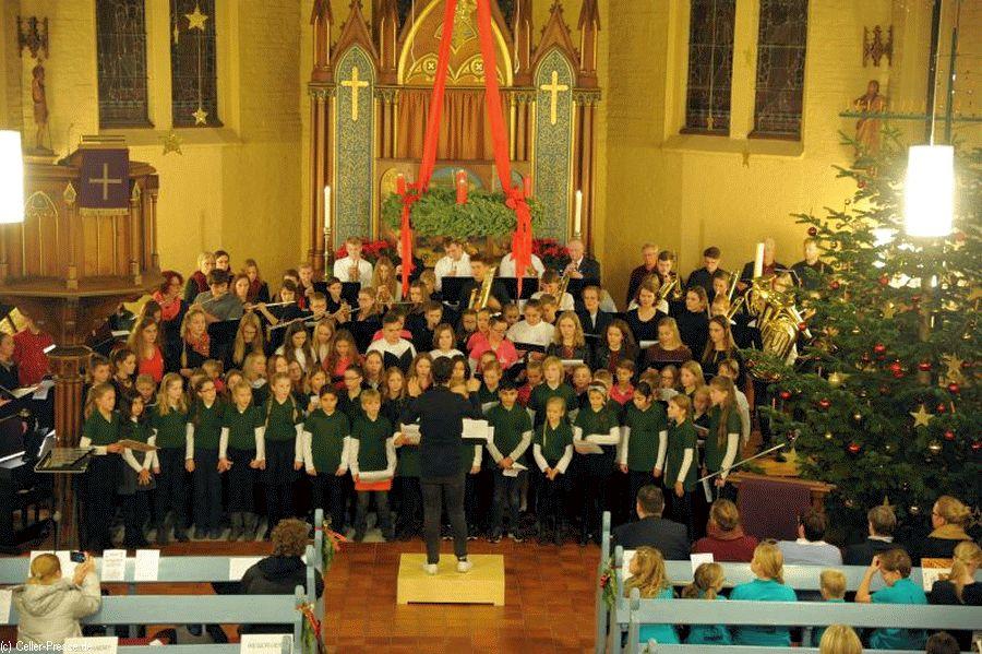Die Lichter sind angezündet – Weihnachtskonzert des Christian-Gymnasiums stimmt aufs Fest ein