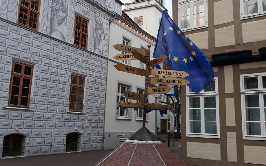 Pulse of Europe verziert Kunstwerke in Celle