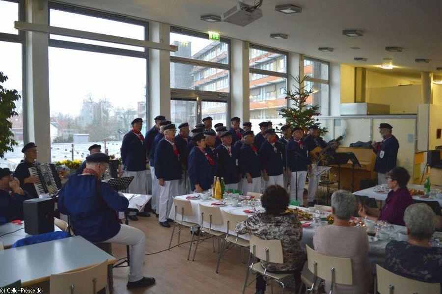 Shanty-Chor bei der Weihnachtsfeier der  Grünen Damen im Allgemeinen Krankenhaus Celle