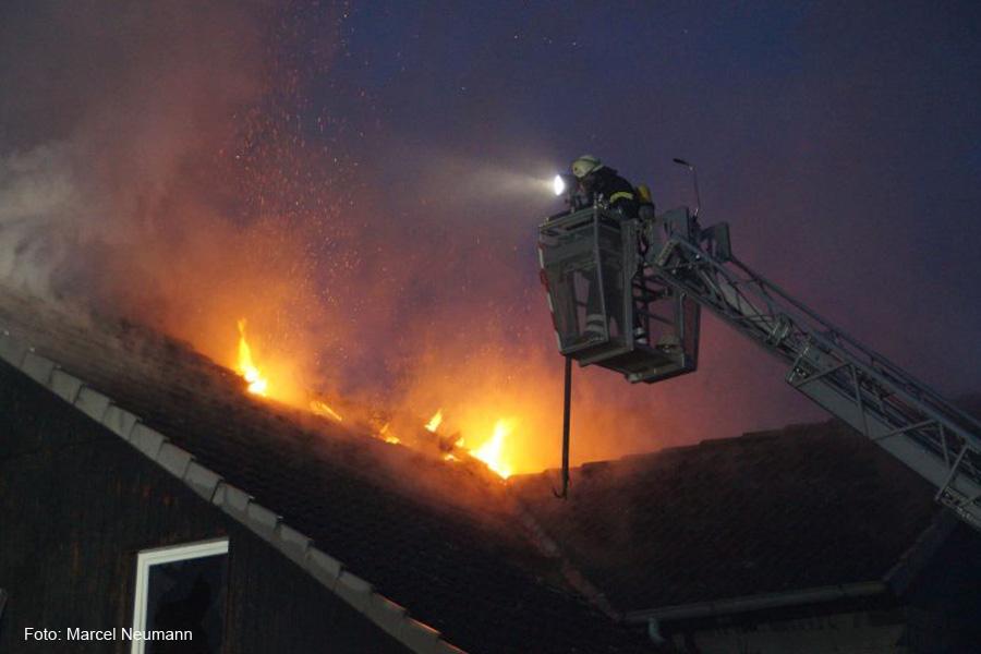 Wohnungsbrand macht Mehrparteienhaus unbewohnbar