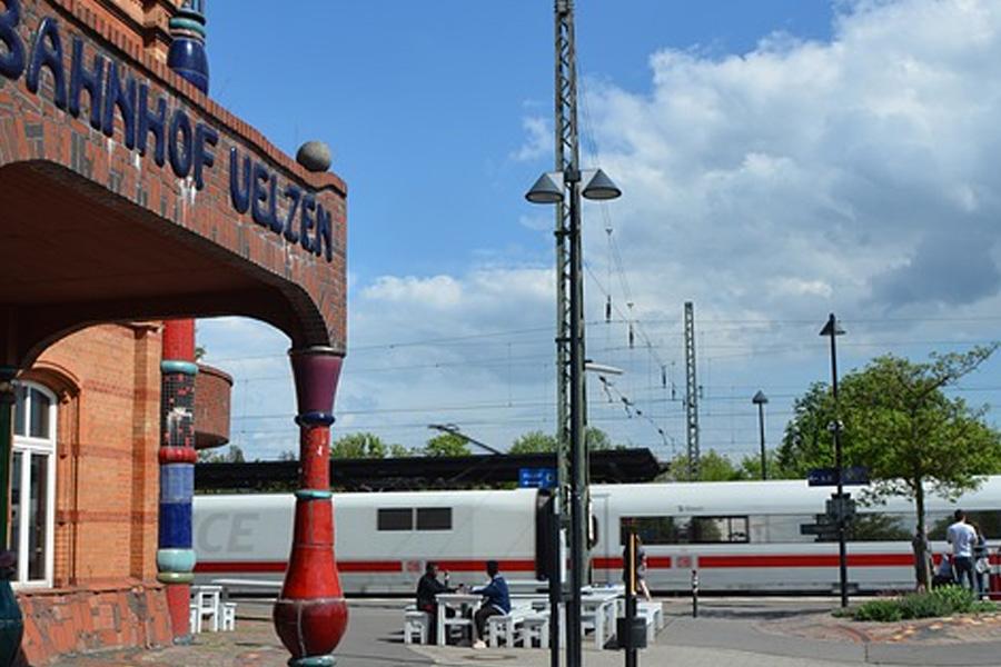 Hundertwasserbahnhof Uelzen: Schließung des DB Reisezentrums