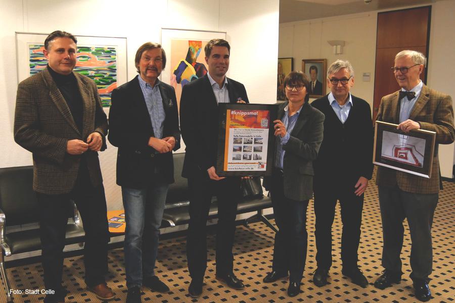 BauhausSchauhaus – Bürgerinitiative überreicht Foto des Rektorenhauses
