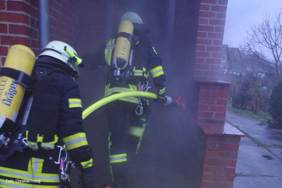 Freiwillige Feuerwehr Nienhagen übt in Abrisshaus