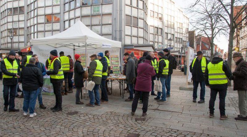 """""""Gelbwesten"""" in der Celler Innenstadt – Celler Bauern erreichen mit Ihrer Aktion """"Dialog statt Protest"""" viele Celler Bürger"""